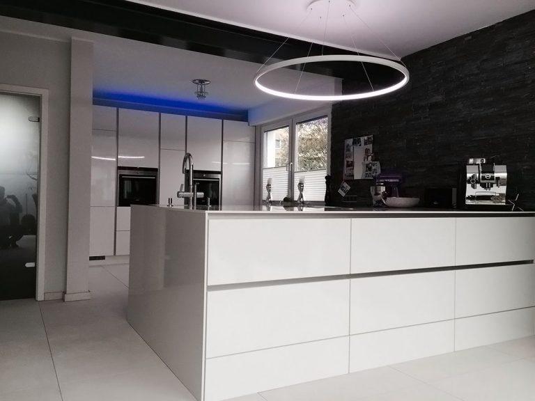 4 LED Pendelleuchten Loop Line Küche