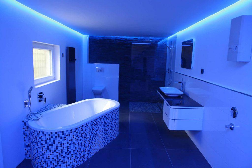 im bad blaue lichtelemente