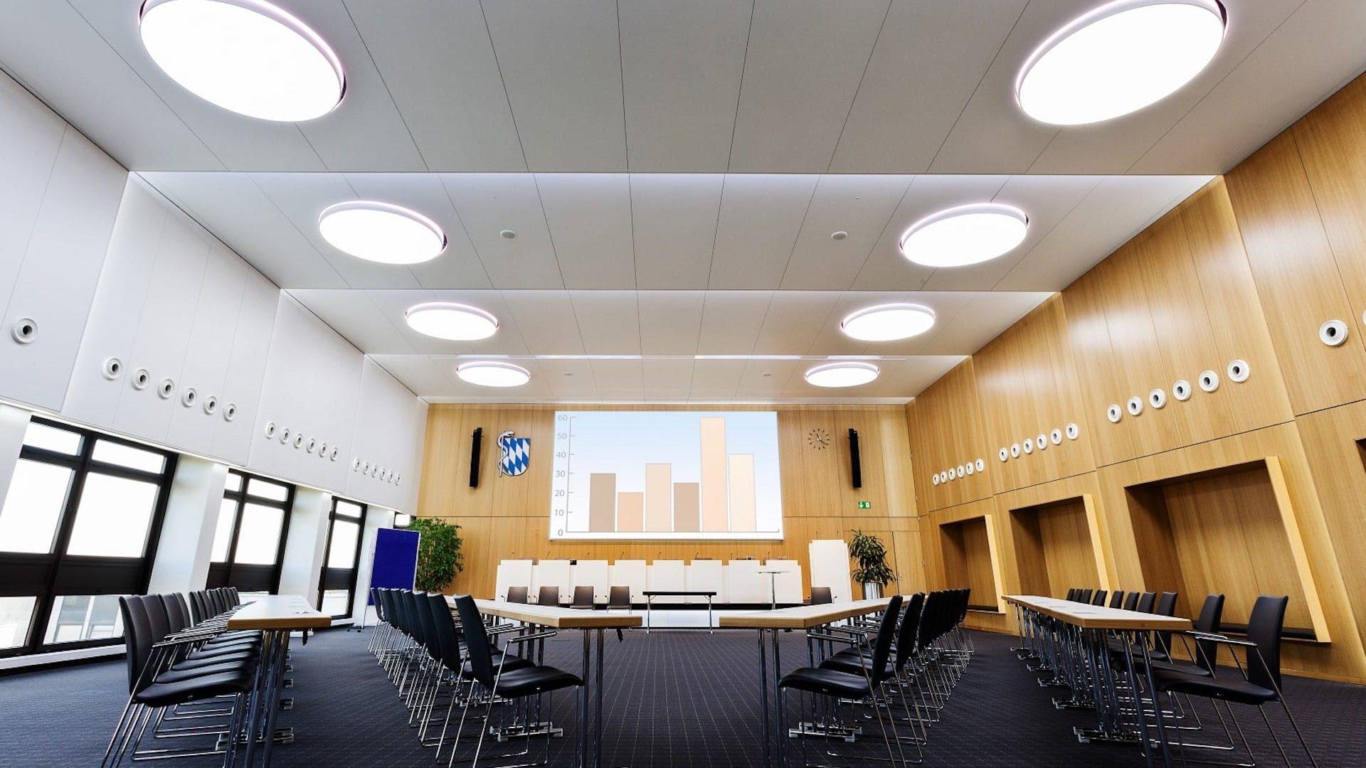 lichdecke im konferenzraum